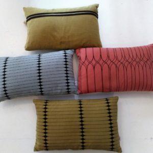 Cojín 30x50 color rosa, azul o mostaza - tienda klaus eibar